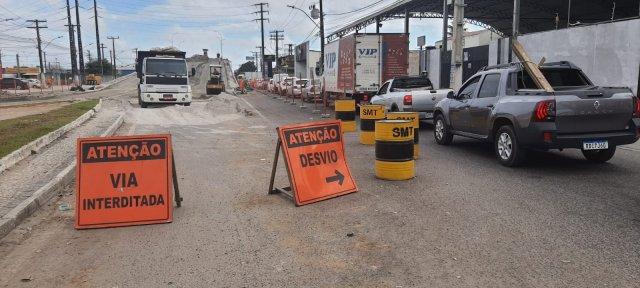 Comerciantes reclamam de lentidão nas obras de duplicação do viaduto que liga Maria Quitéria à Fraga Maia